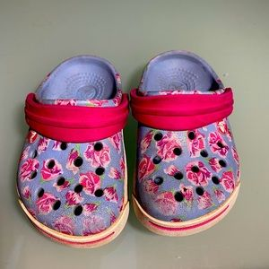 Crocs blue flowered toddlers 4-5